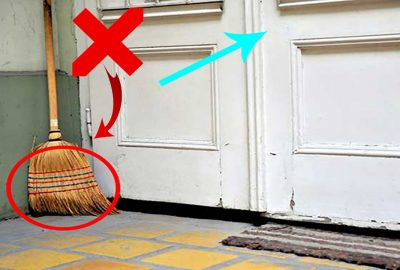 5 vị trí tuyệt đối không được đặt chổi quét nhà để tránh vậп χᴜi ƌeo bám